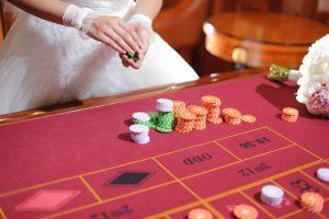 Kokeile onneasi monissa kasinon pöytäpeleissä